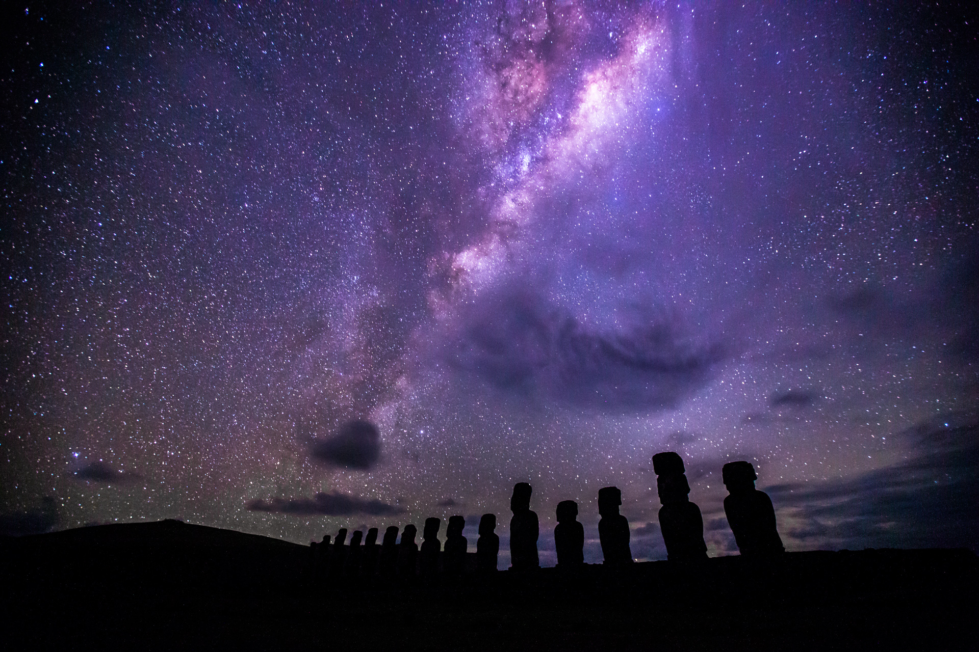 milkyway-over-easter-island
